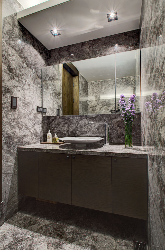 Bathroom Vanity - Two chic apartments with adaptable home style