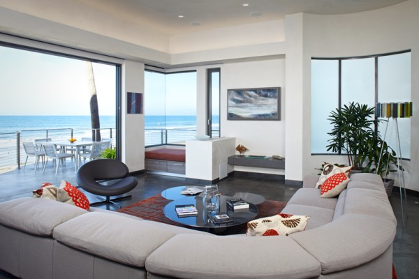 The home drinks in spectacular Pacific Ocean views.