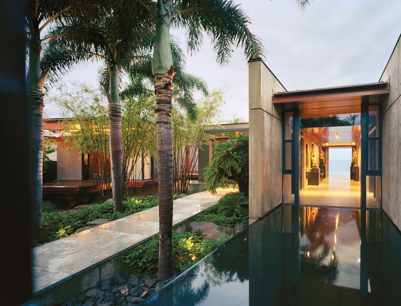 Beautiful balinese style house in hawaii for Modern style mansions