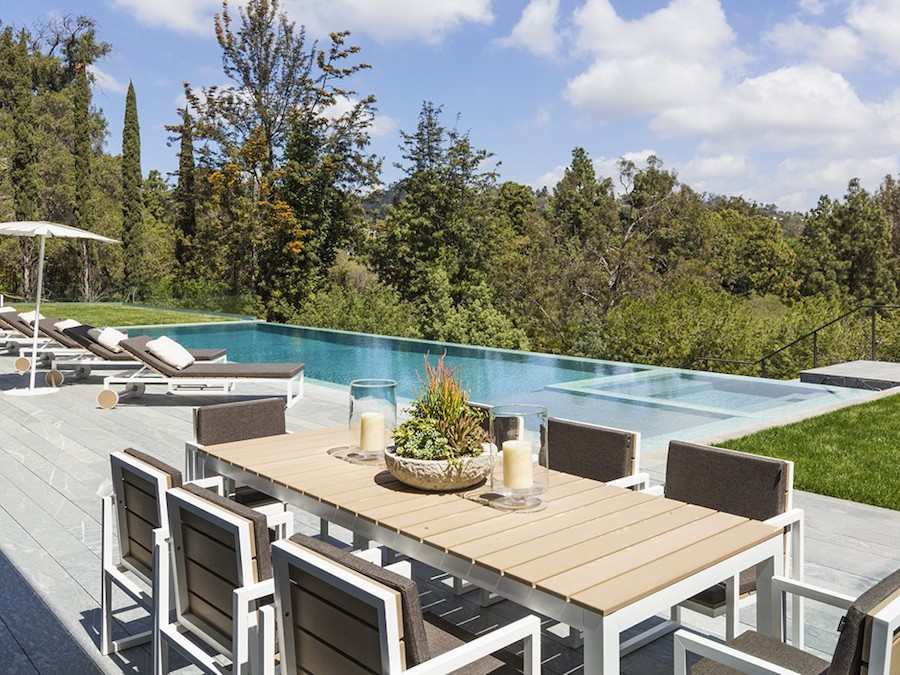Outdoor Dining Set - Hilltop home in bel air