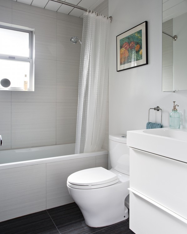 The bathroom scheme is very simplistic and pared back.