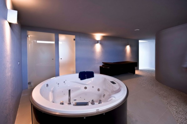 Down on the basement level, a Spa and Wellness area comes complete with a sauna, Turkish bath, and Jacuzzi.