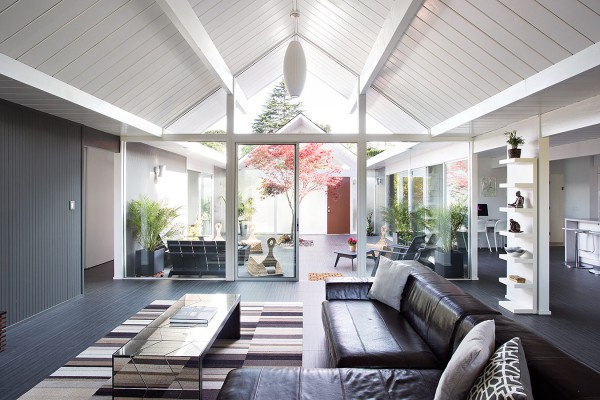 The open plan scheme and glazed walls allow the homeowner to see each area of their home without obstruction, yet the staggered layout creates an interesting dynamic that is incredibly welcoming and prevents the house from appearing as an open soulless slab.