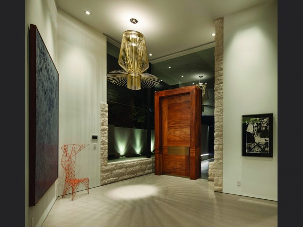 The first taste of luxury can be had as you immediately enter the home through a grand wooden door surrounding by glass, and are greeted by a designer modern chandelier and an introduction to the collection of artwork by notable and emerging artists in California, which was specially curated by the Michael Kohn Gallery.