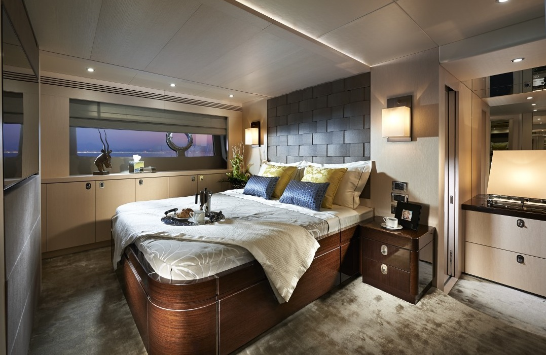 Wood Bed - Luxury yacht interior design