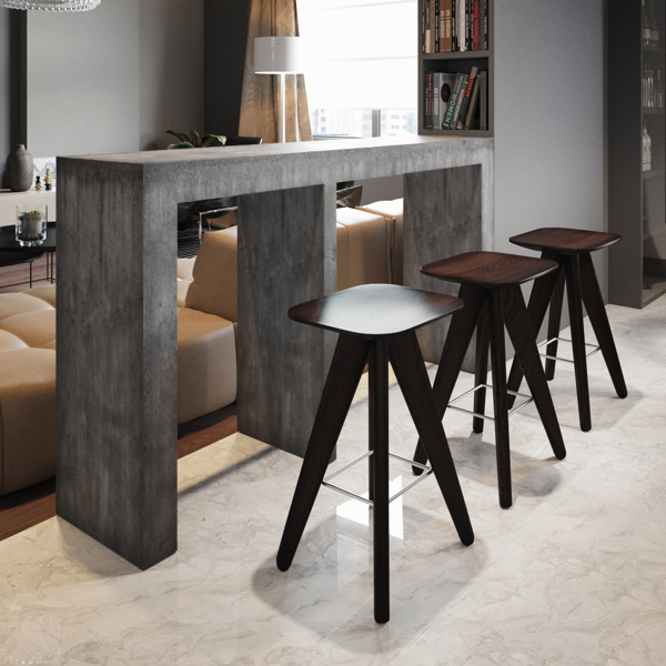 The bar stools face into the lounge to allow casual diners to watch a little TV whilst enjoying a quick snack.
