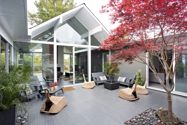 Out in the central courtyard, modern outdoor furniture and low wicker chairs make this a place to sit and gather with friends and family.