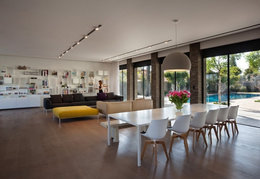 Modern Open Space Natural House Design To Anchor The Dining Area In The Vast Unpartitioned Space A Large