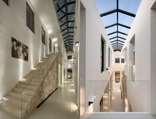A roof-long skylight in the 34 feet high central gallery is the crowning glory of this home, letting in a stream of natural sunlight and giving the home a continually moving skyscape of clouds and stars.