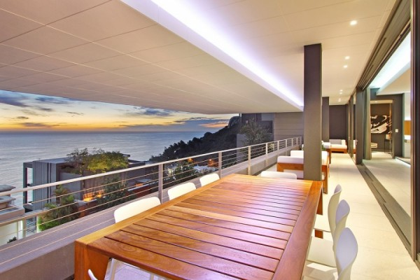 22 sea view dining