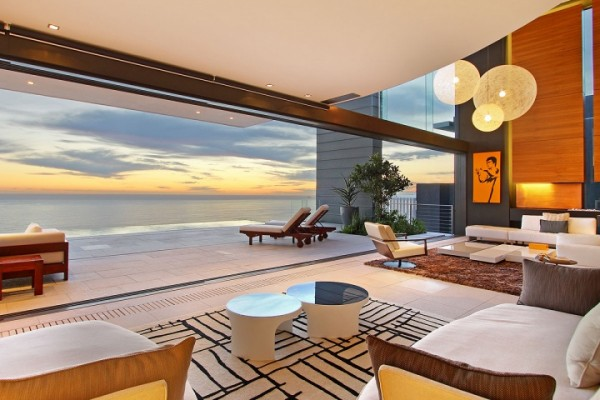24 luxury living room sea view