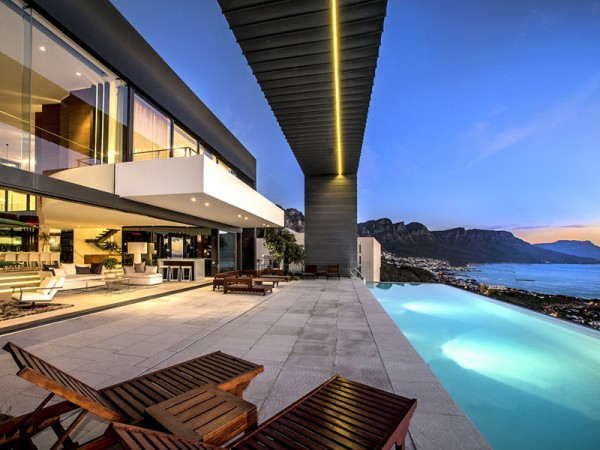 5 swimming pool with sea view