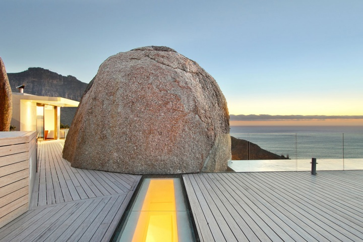 Deck Pathway Boulder - Breathtaking villa incorporating boulders in its design