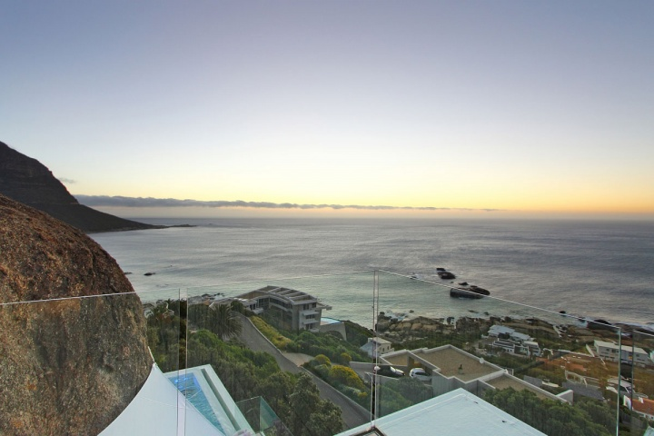 Full Ocean City View - Breathtaking villa incorporating boulders in its design