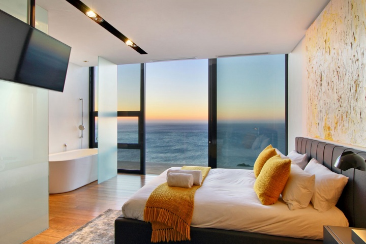 Gues Bedroom Oceanview - Breathtaking villa incorporating boulders in its design