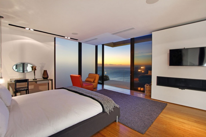 Guest Bedroom Ocean View - Breathtaking villa incorporating boulders in its design