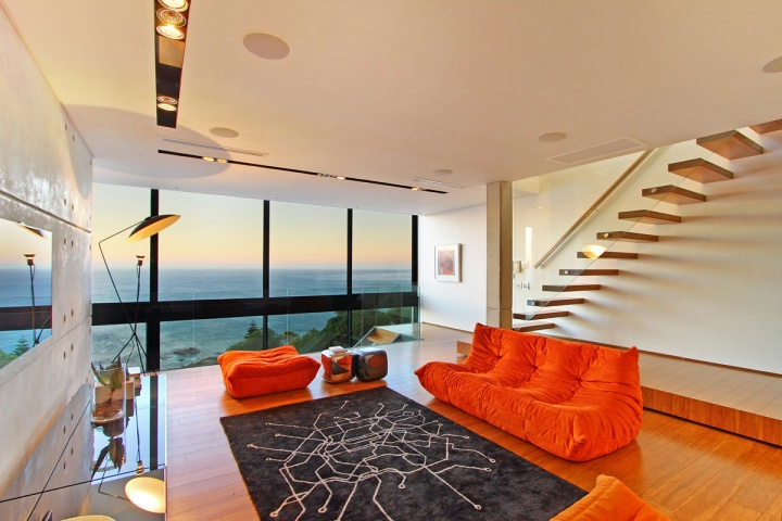 Living Room Ocean View - Breathtaking villa incorporating boulders in its design