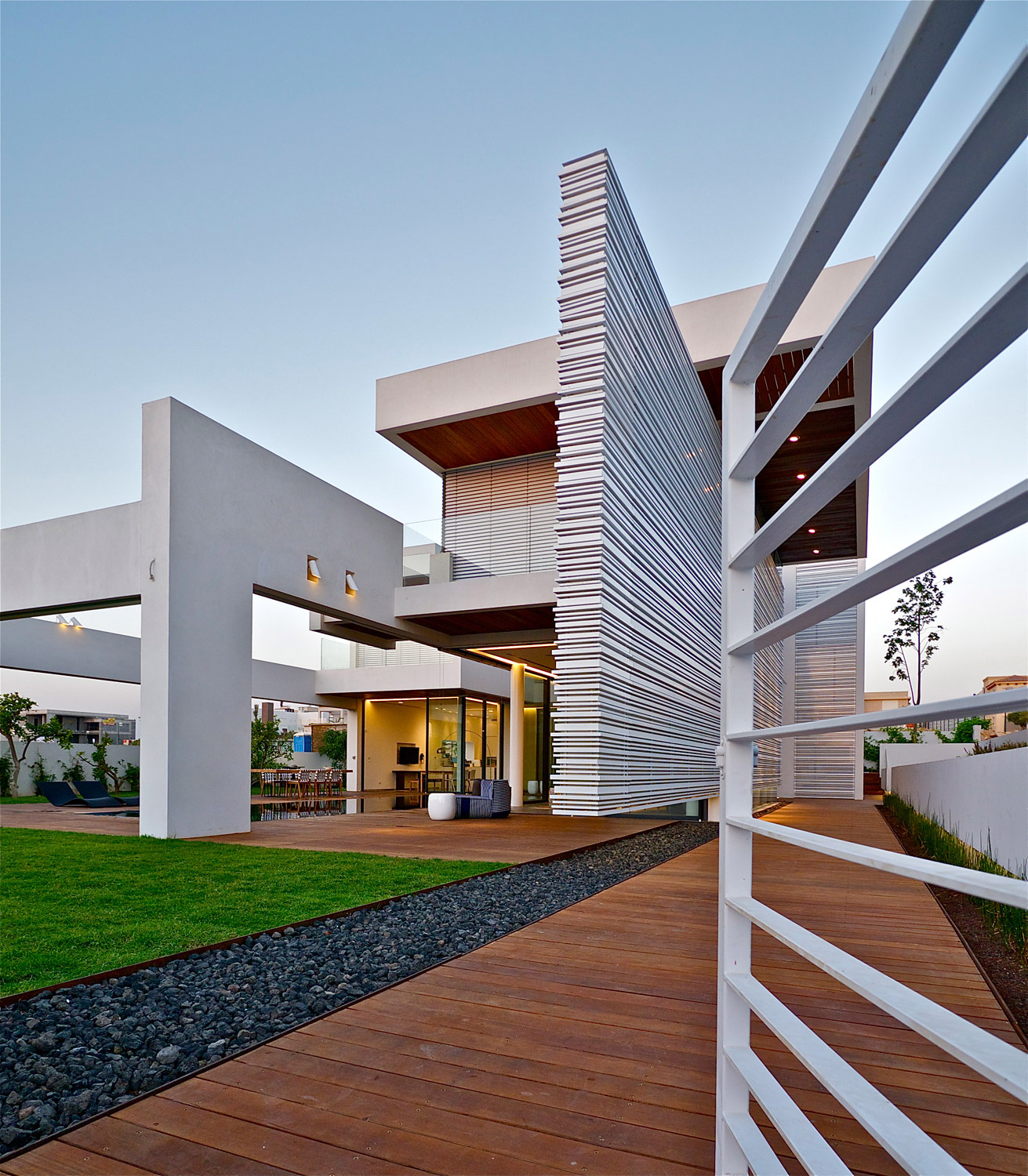 Modern luxury villas designed by gal marom architects for Luxury homes architecture design