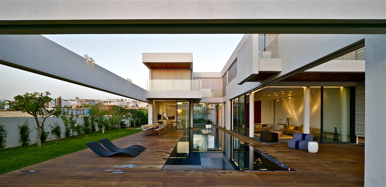 Modern luxury villas designed by gal marom architects for Pool villa design