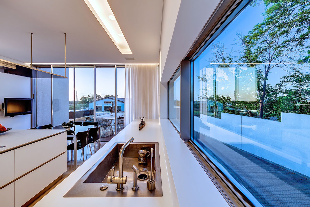 Modern luxury villas designed by gal marom architects for Interior designs villas