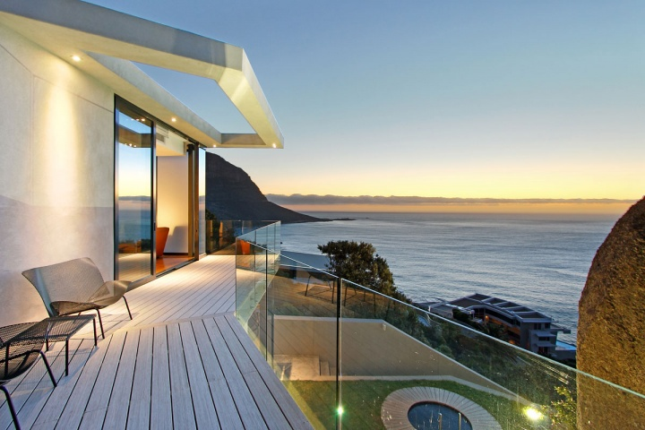 Open Deck Glass Enclosure Oceanfront - Breathtaking villa incorporating boulders in its design