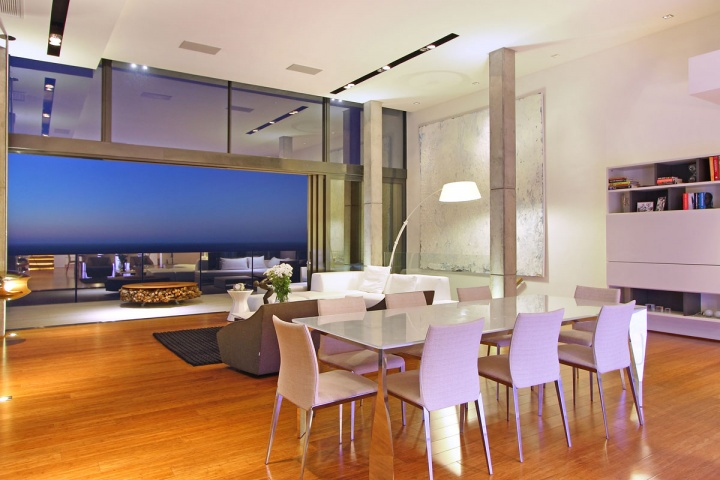 Open Dining Area - Breathtaking villa incorporating boulders in its design