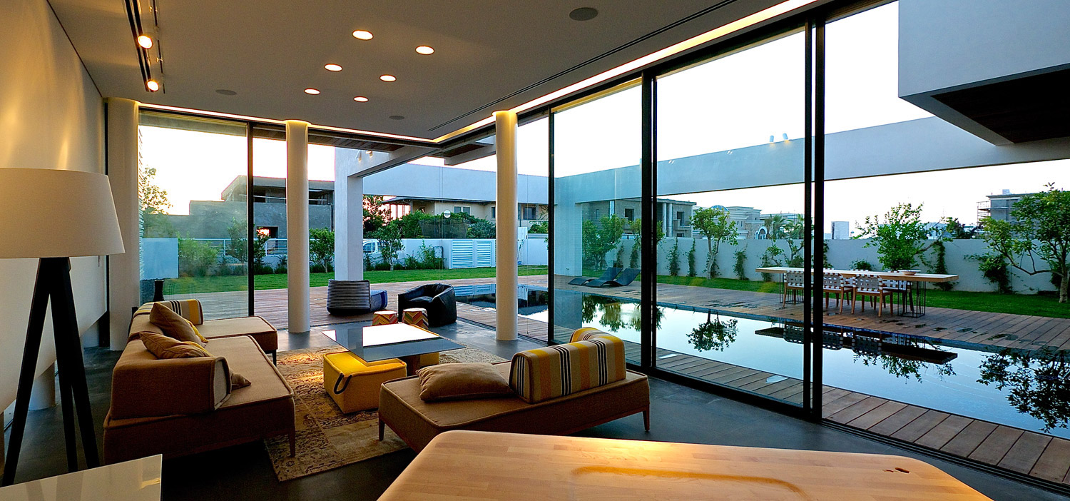 Modern luxury villas designed by gal marom architects for Villa interior design living room