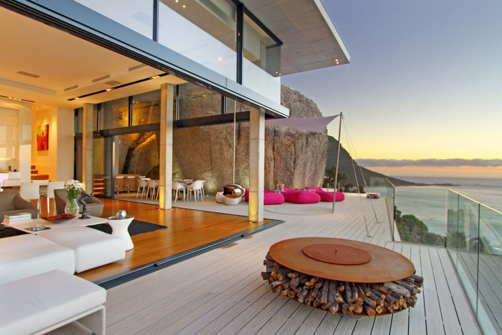 Open Space Entertaining Deck - Breathtaking villa incorporating boulders in its design