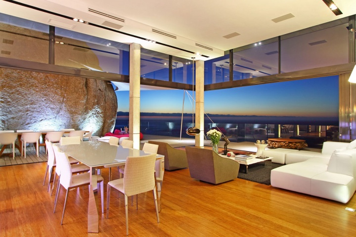 Open View Sunset Living Dining Room - Breathtaking villa incorporating boulders in its design