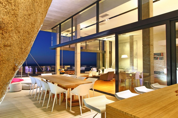 Outdoor Dining Living Area - Breathtaking villa incorporating boulders in its design