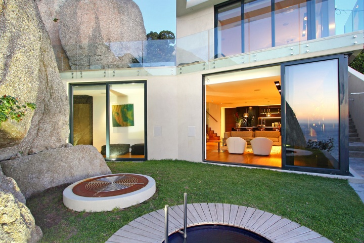 Outdoor Green Space - Breathtaking villa incorporating boulders in its design