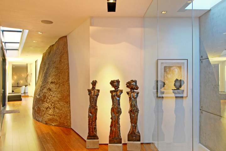 Statue Art Feature - Breathtaking villa incorporating boulders in its design