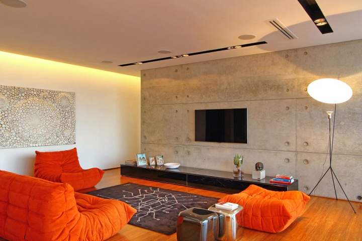 Television Room - Breathtaking villa incorporating boulders in its design