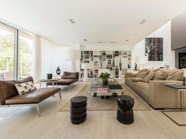 Furniture with clean lines, in cool neutrals like white and chocolatey brown fit with the long, flat lines of the modern home but at the end of the day offer a comfortable retreat without being too fussy.