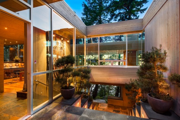 An open air courtyard makes it hard to say whether the house lets nature in, or whether nature lets the house in.