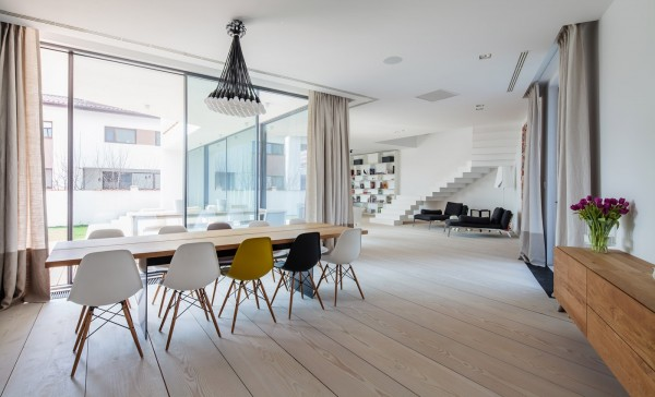 You can't help but be drawn to the single yellow chair in this otherwise neutral room. The pop is effective and gives the dining room an extra shot of personality.