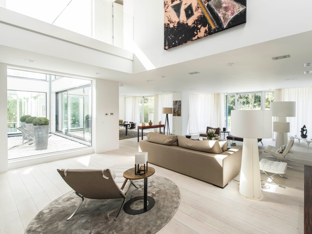 Stunning belgian family home with floor to ceiling windows for Floor to ceiling windows