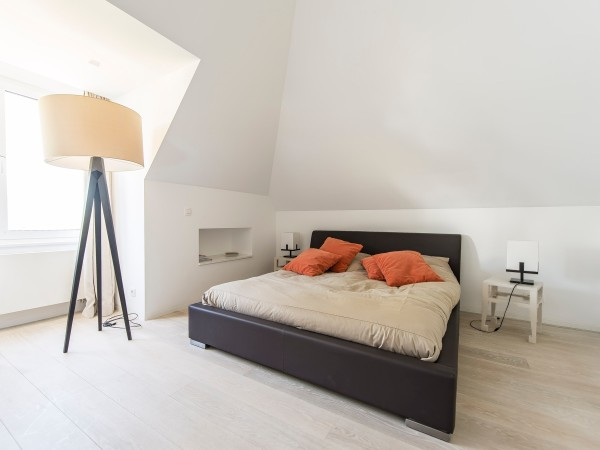 Low platform beds are an easy way to keep guest rooms simple and clean.