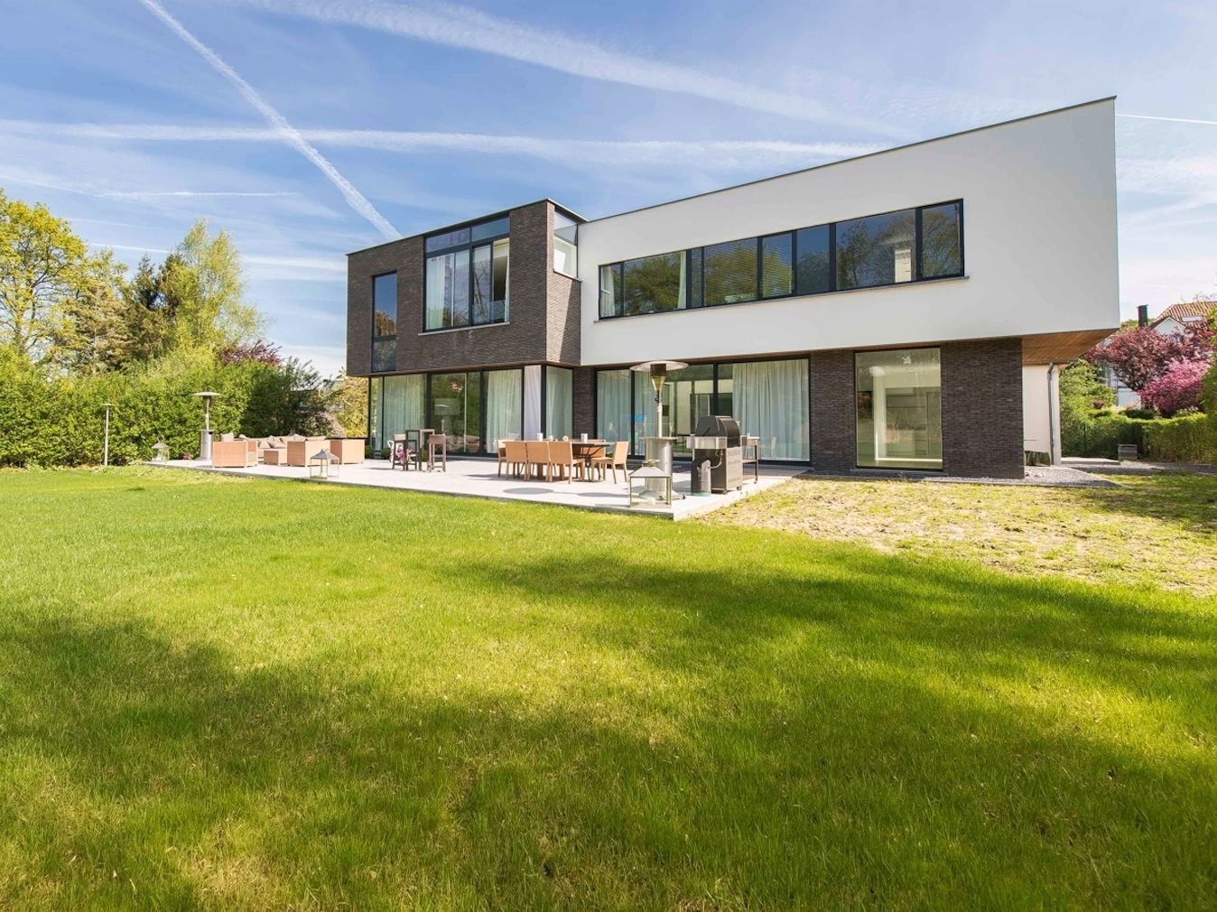 Stunning Belgian Family Home with Floor-to-eiling Windows - ^