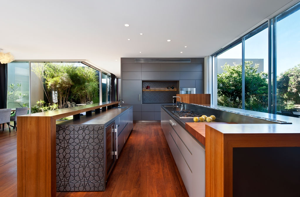 More tasteful modern villas for Long kitchen ideas
