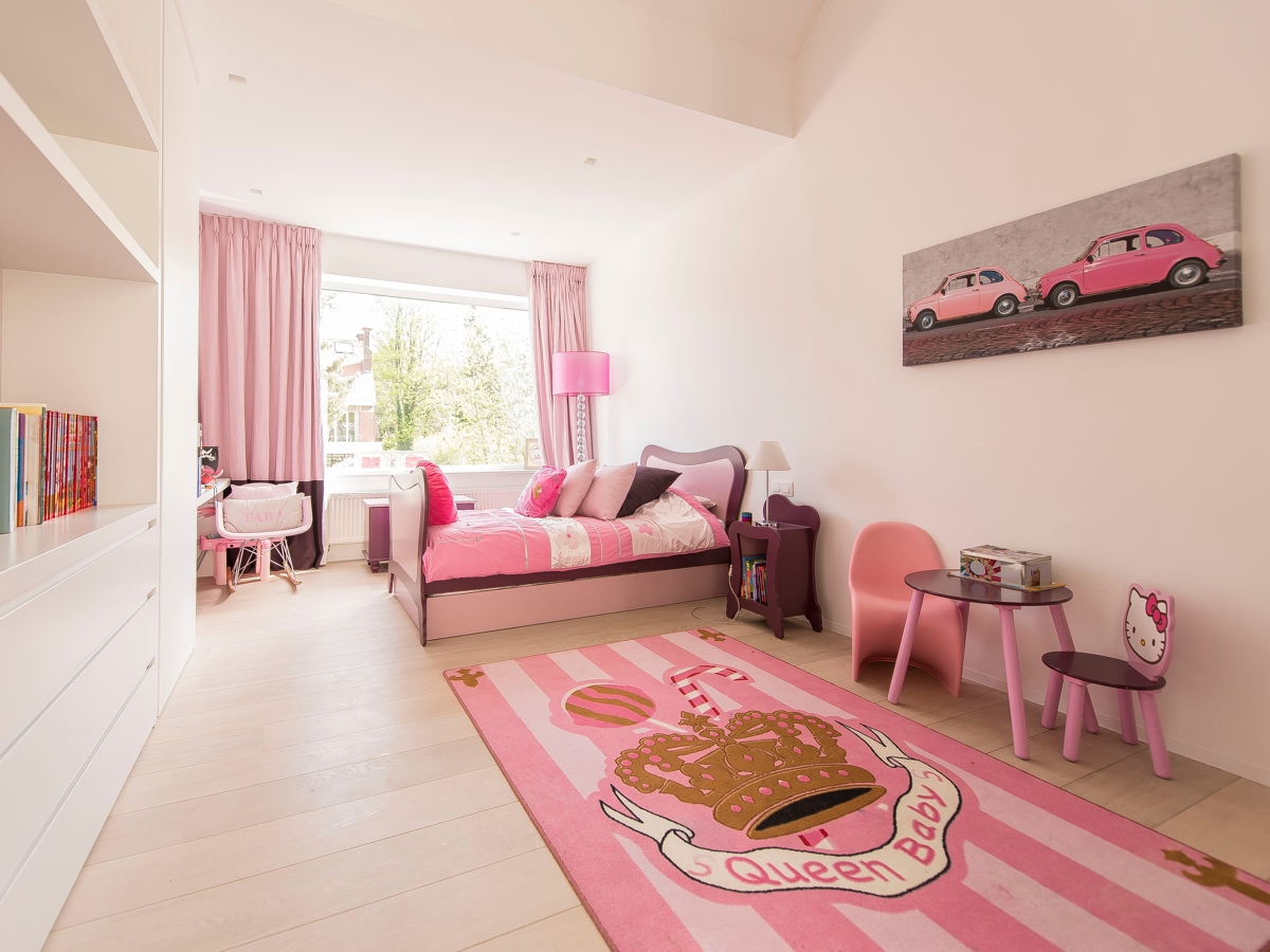 Pink Girls Room - Stunning belgian family home with floor to ceiling windows