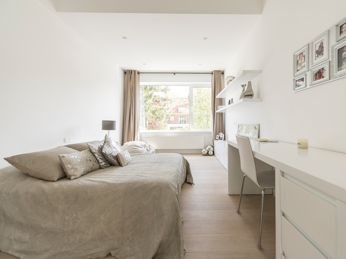 Simple Guestroom Decor - Stunning belgian family home with floor to ceiling windows