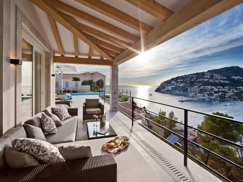 Beautiful spanish villa with views of port d 39 andratx for Luxury balcony design