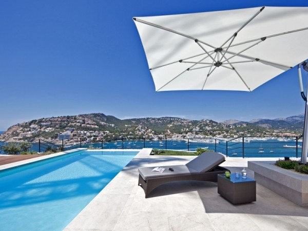 sparking-outdoor-pool