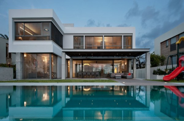 More tasteful modern villas for Modern house villa design