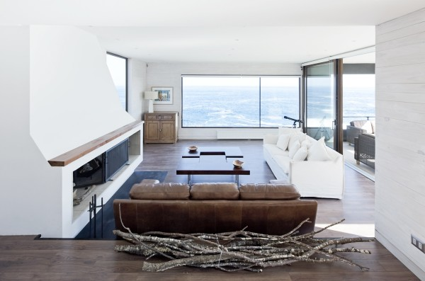 Inside the home, white and wood make up the majority of the design, which makes it that much easier to focus on the tremendous views.