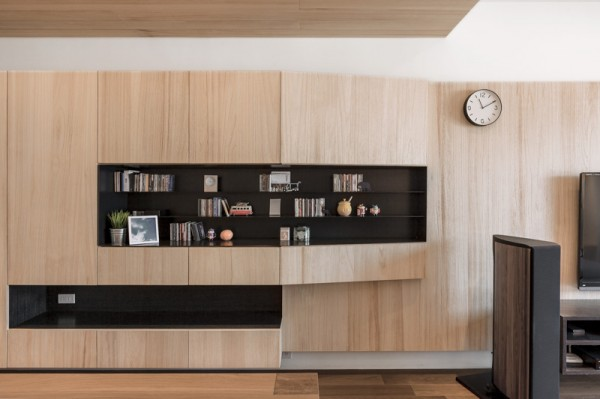 Making these shelves black gives a nice contrast and adds visual interest.