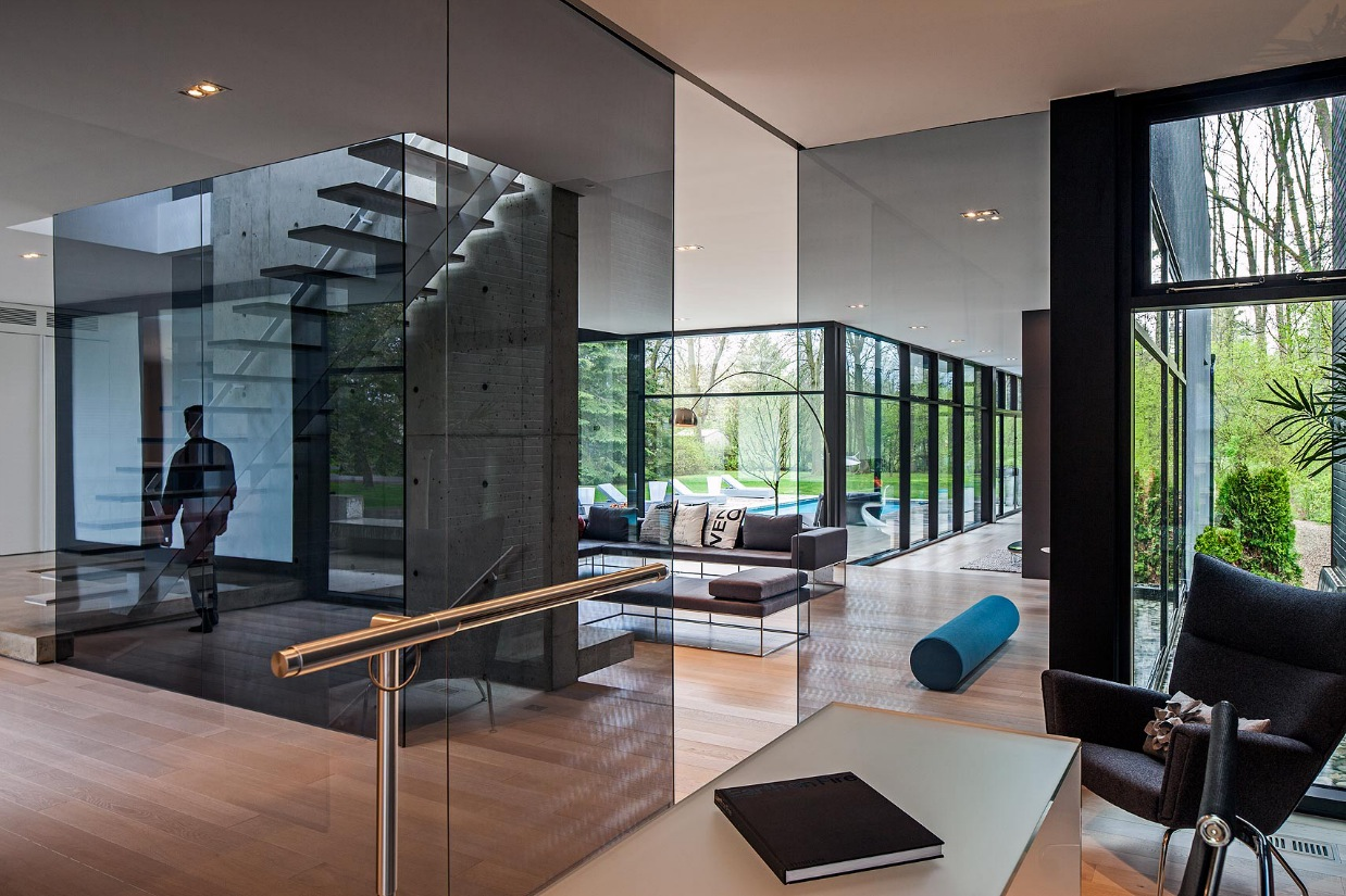 Glass Design Ideas - Ultra sleek private home with incredible architecture