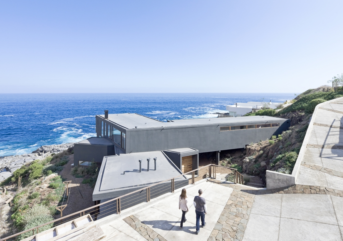 Gorgeous minimalist home overlooking the ocean in chile for The view house