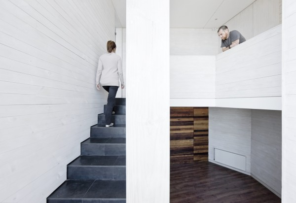 The whitewashed wood on the interior walls lends a perfect beachside atmosphere to the stairwell.